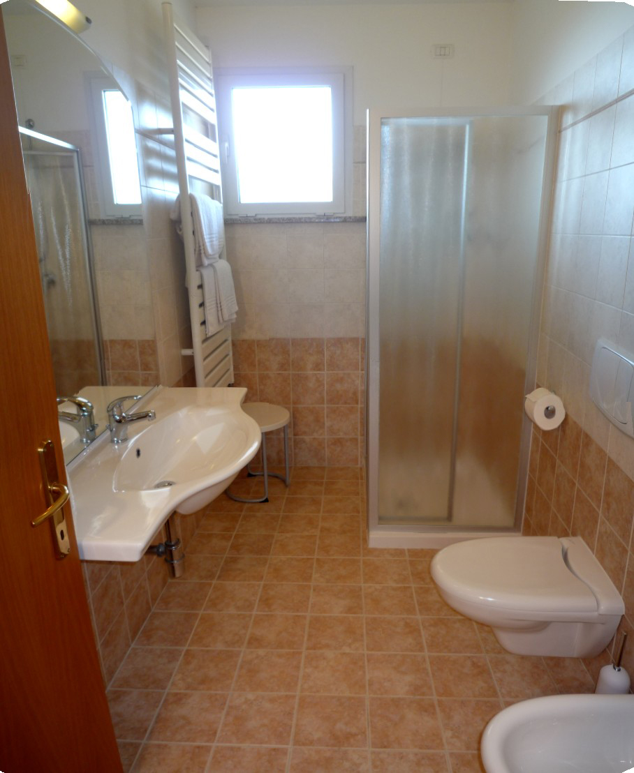 apartments on Lake Garda with bathroom