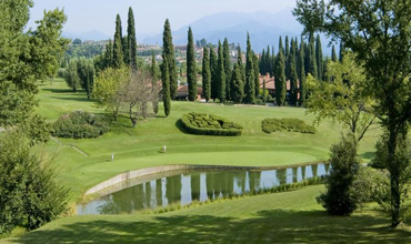 Gardagolf Experts consider the Gardagolf Country Club one of the best golf courses built over the last decades. The Gardagolf Country Club, spread out over ​​110 hectares and designed by British architects, boasts a 27-hole championship course nestled between the Rocca di Manerba, Soiano Castle and the Valtenesi hills, offering an extraordinarily beautiful panorama.