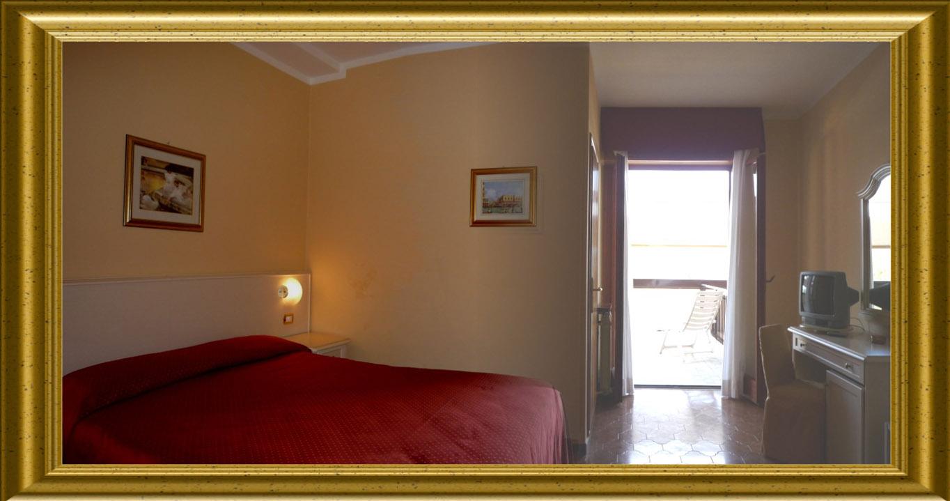 Chambre double avec balcon et tv