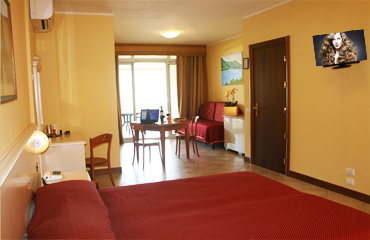 hotel rooms on Garda lake lake view