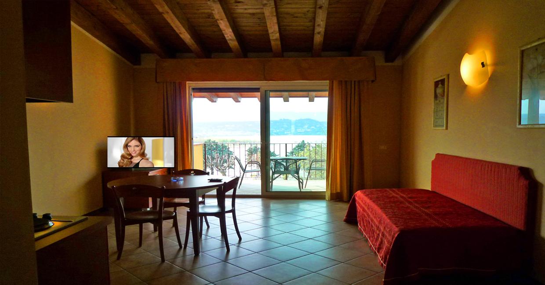 In der Nähe des Golfs des Gardasees ein Urlaub, in dem Sie Geld sparen können, ohne auf Luxus zu verzichten