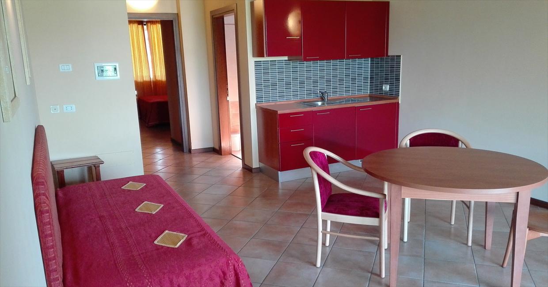 Gut ausgestattete Deluxe-Zimmer in einem ruhigen Hotel am Gardasee