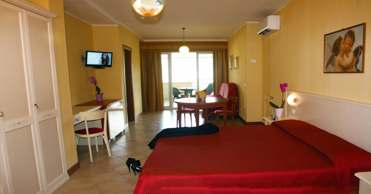 Family Rooms in Manerba ideal hotel for a boat holiday on Lake Garda
