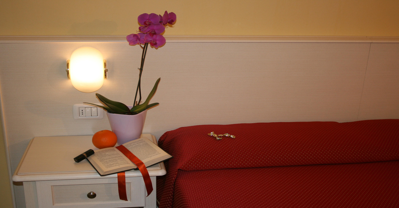 Superiorzimmer in Manerba, Gut ausgestattete Deluxe-Zimmer in einem ruhigen Hotel am Gardasee