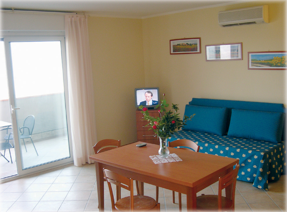 Big Family Rooms in Manerba For a holiday in Manerba, in comfort, coffee maker, refrigerator, air conditioning, garage