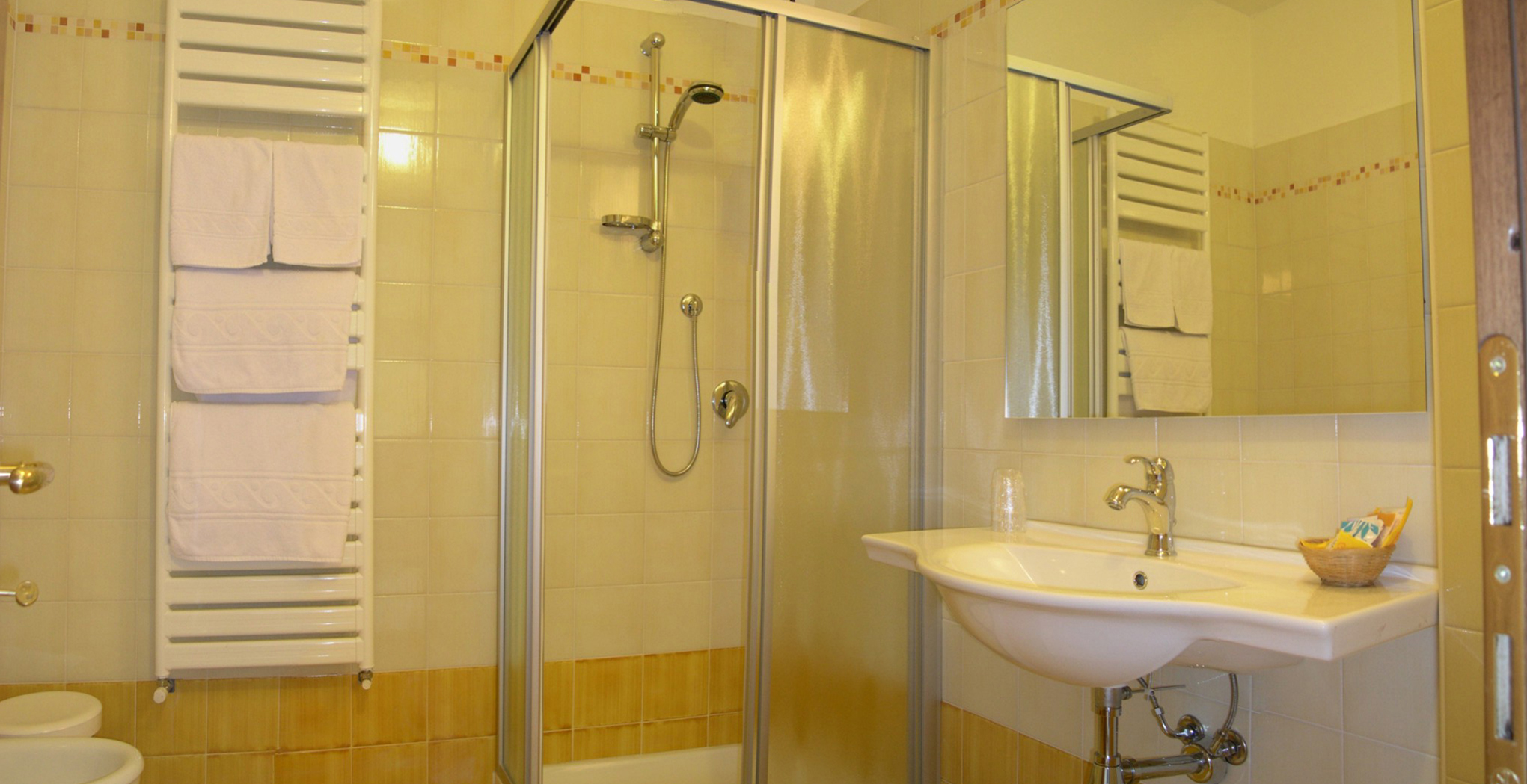 hotel on garda lake rooms with bath