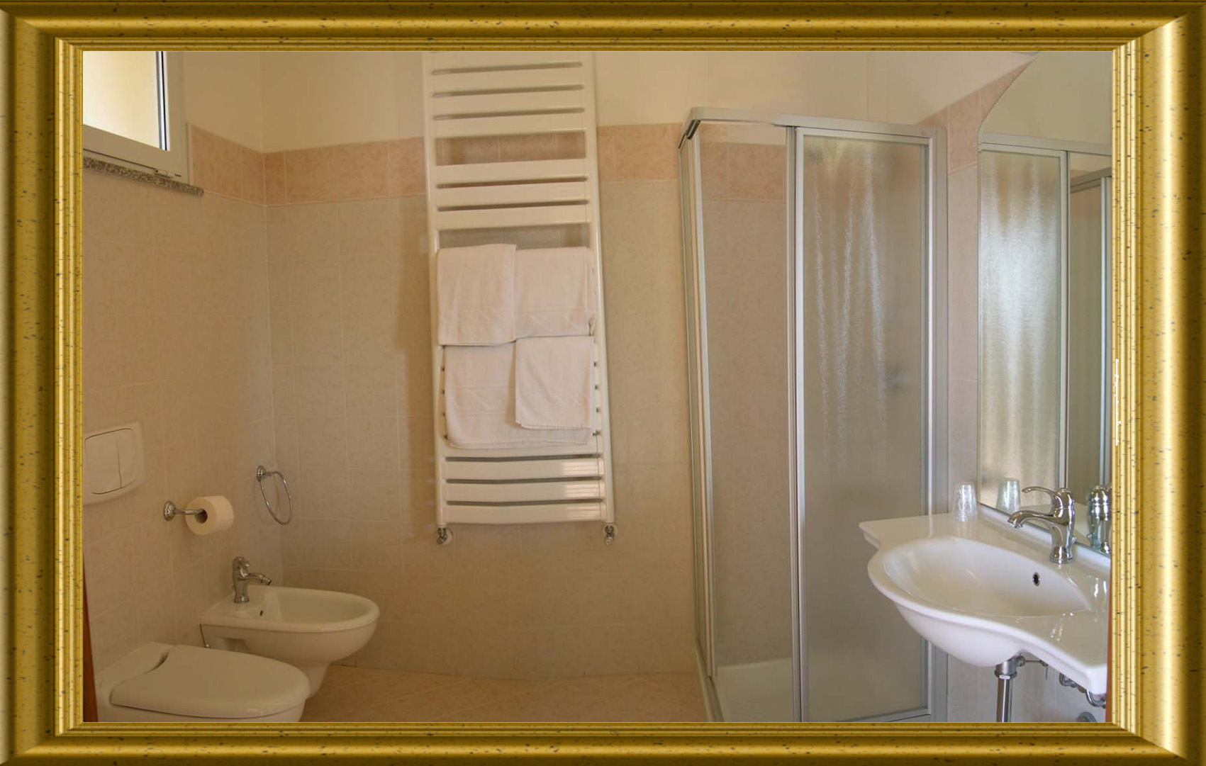 one room apartments on Garda Lake with bathroom